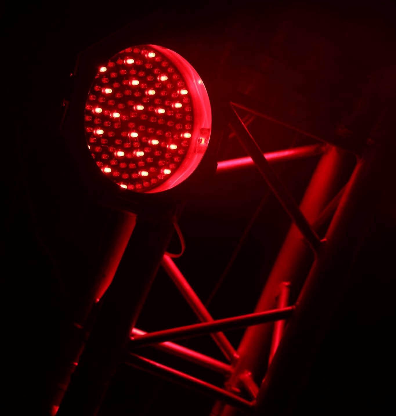 Sonorisation, lumière , lyres , effets LED, machines à neige, machine à fumée.